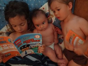 babies-reading